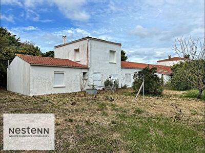 Maison Saint Pierre D'Oleron 180 M2 a renover sur terrain a usage commercial de 2745 M2