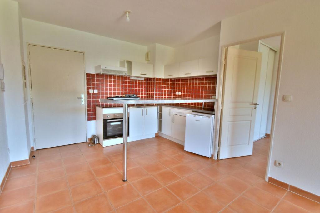 Appartement Chateauneuf Le Rouge 2 pièce(s) 34.4 m2