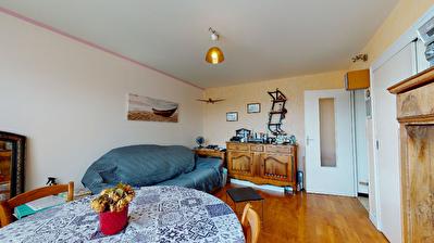 Appartement Sud de Vienne 34 m2 (T1) avec balcon, garage ferme et cave