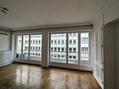 Appartement Lyon 3 - Secteur Prefecture/Place Guichard - dernier etage avec ascenseur - 115 m2 - 3 chambres - 2 balcons et cave