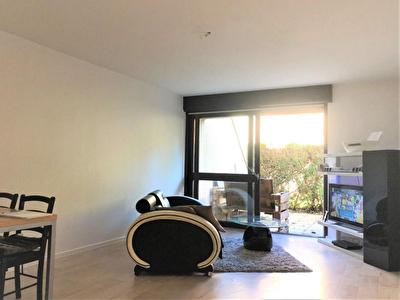 T2 en rez de chaussee dans residence calme (exterieur + parking)