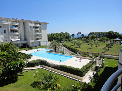 Appartement Juan Les Pins 2 pieces   vue mer, terrasse,  parking