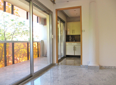 Juan Les Pins centre, a deux pas des plages  appartement 3 pieces spacieux + garage
