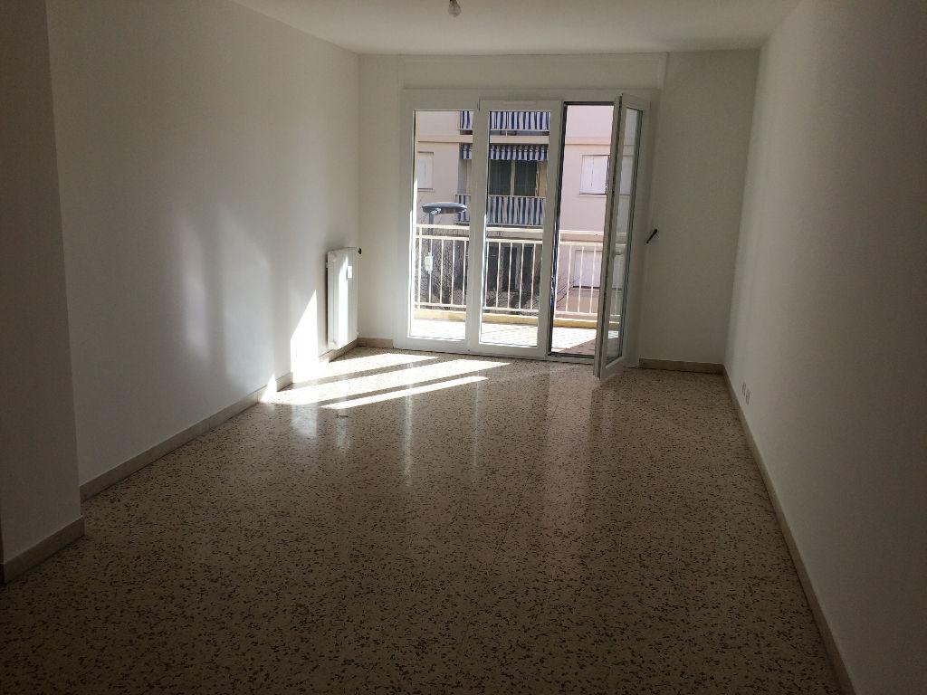 photos n°1 Juan les pins : Centre ville  Appartement  3 pièce(s) + 2 terrasses + ( option garage ) + cave,à pied des commerces et plages