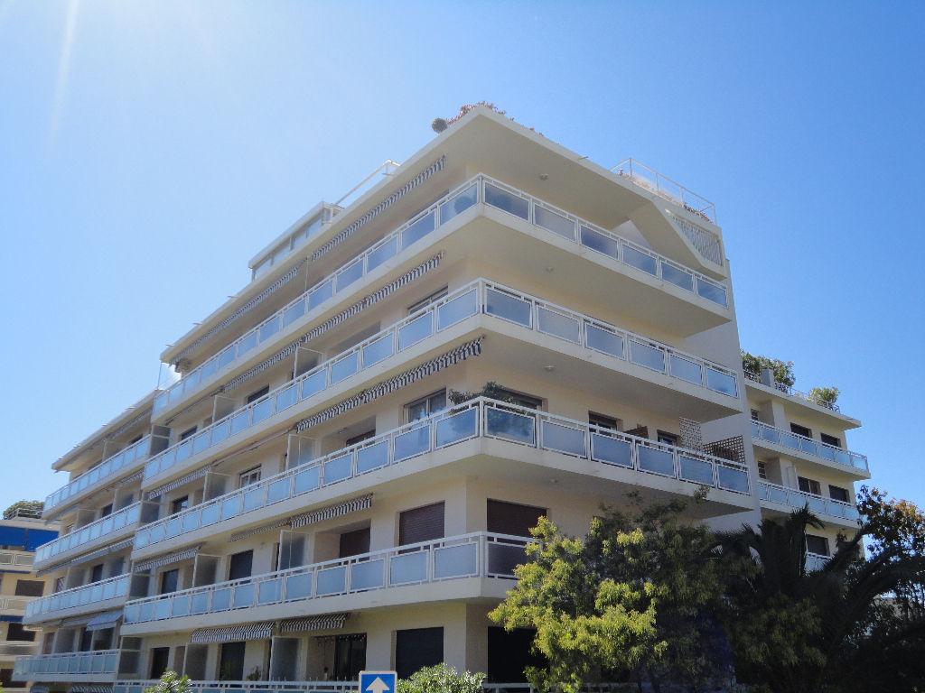 photos n°1 Cap d\'Antibes : secteur Saramartel : Appartement  2 pièce(s) 43 m2 + balcon