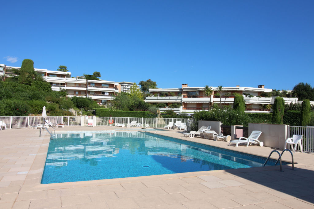 photos n°1 Appartement Antibes 3 pièces 68m² garage cave parc piscine tennis standing