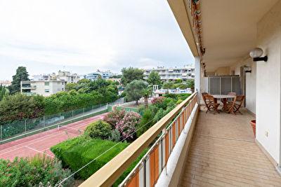 Appartement Juan Les Pins 4 pieces 95 m2 + piscine + terrasse sud + cave + parking