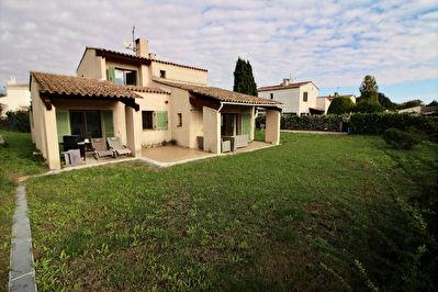 Villa  :Antibes 5 pieces 112 m2 terrain plat  830m2 au calme ensoleillee + garage ( proche centre )