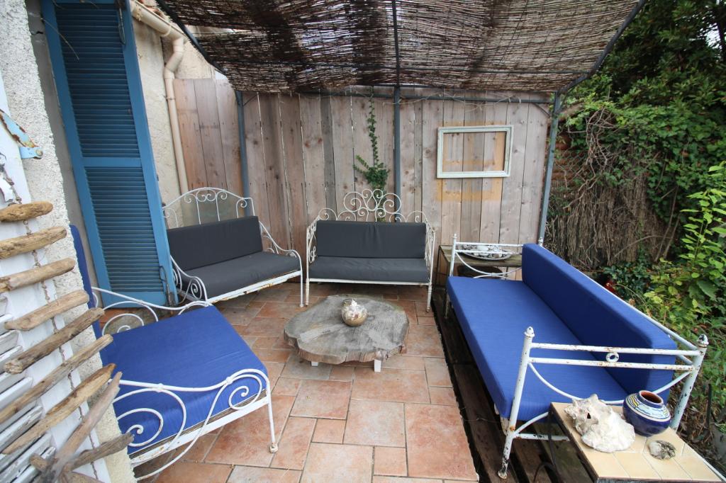 Maison Antibes 4 pièces 100m² 2 stationnements garage aménagé piscine résidence standing
