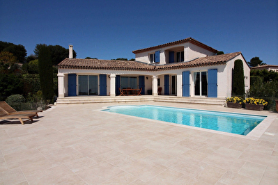 Villa Antibes 7 pieces 250m2 ( dont 2 pieces ) Vue mer + Piscine + garage