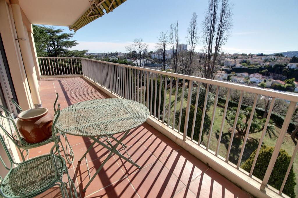 Appartement Antibes 4 pièces 93m² cave piscine étage élevée vue dégagée sud et ouest