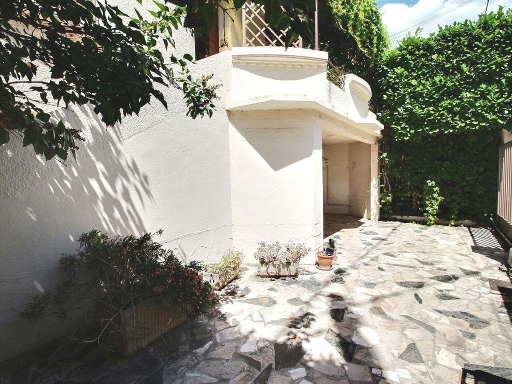 Avignon : Maison des années 30 entièrement rénovée et grand garage