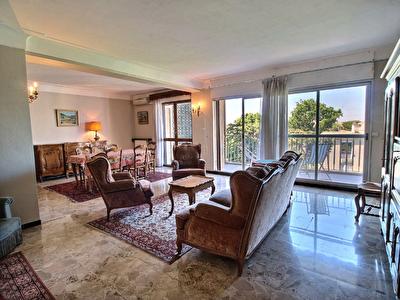 Appartement Avignon 4 pieces 106 m2 au pied des remparts