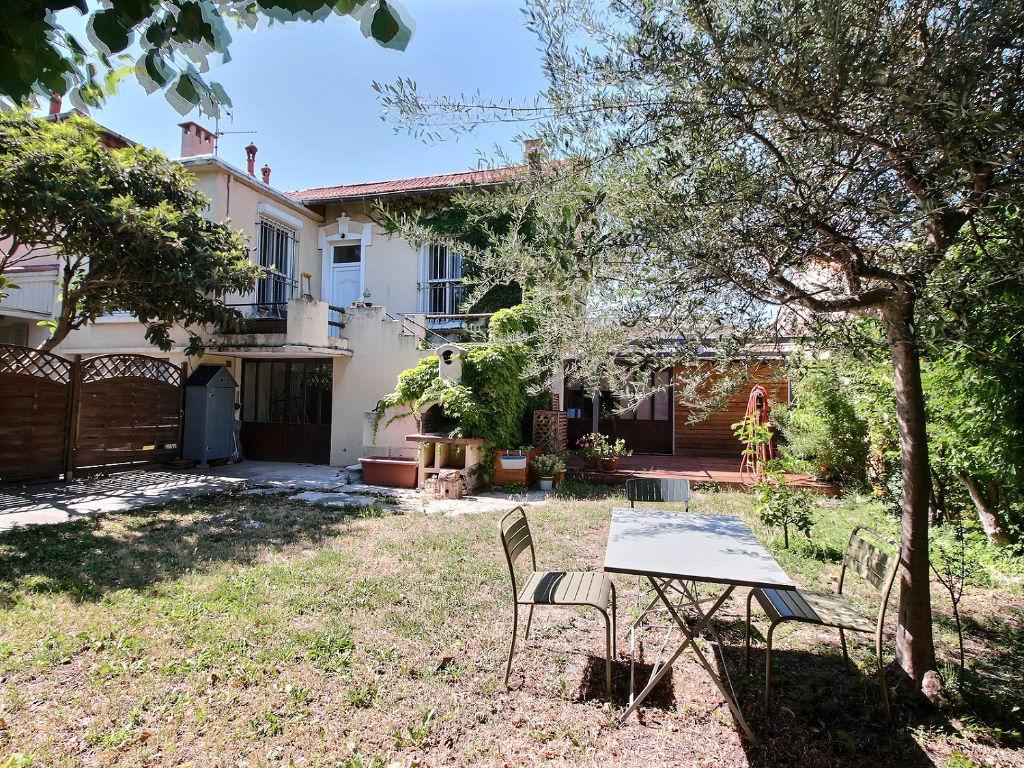 AVIGNON Maison avec studio indépendant, garage et jardin