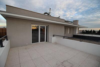 Appartement T2 avec grande terrasse et stationnement privatif route de Lyon
