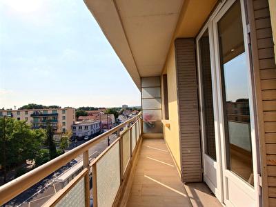 Appartement Avignon T3 avec balcon entierement renove