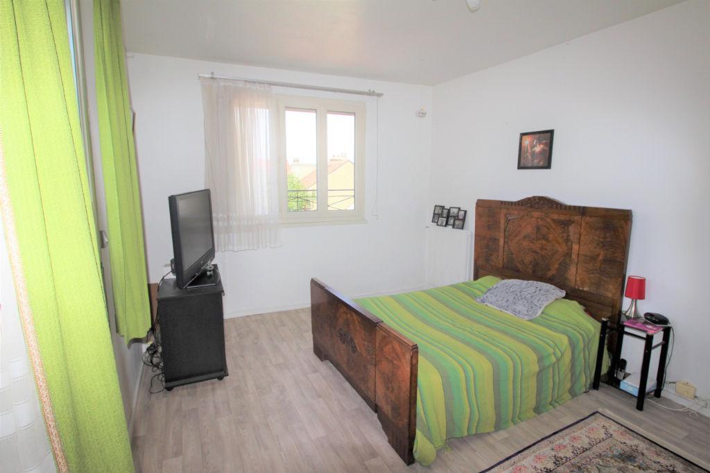 Immeuble de rapport avec appartement vide et local loué à Avon