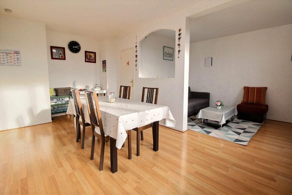 Appartement 4 pièces situé à 10min à pied de la gare d'AVON