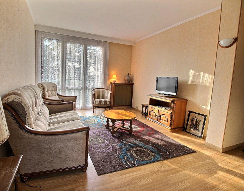 Appartement F5 idéalement situe proche des commerces/commodités