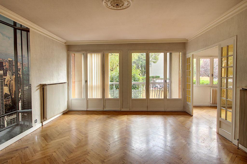 photos n°1 Appartement Bron 5 pièce(s) 120.03 m2
