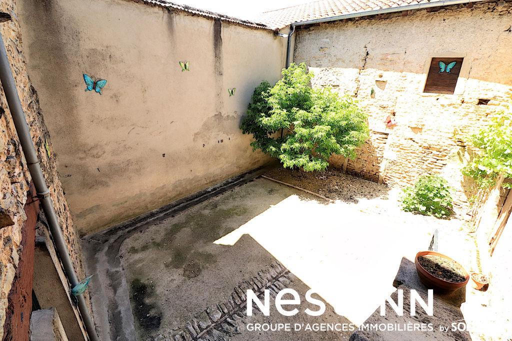 Maison de Ville, 4 Chs, Dépendances - 71850 CHARNAY LES MACON