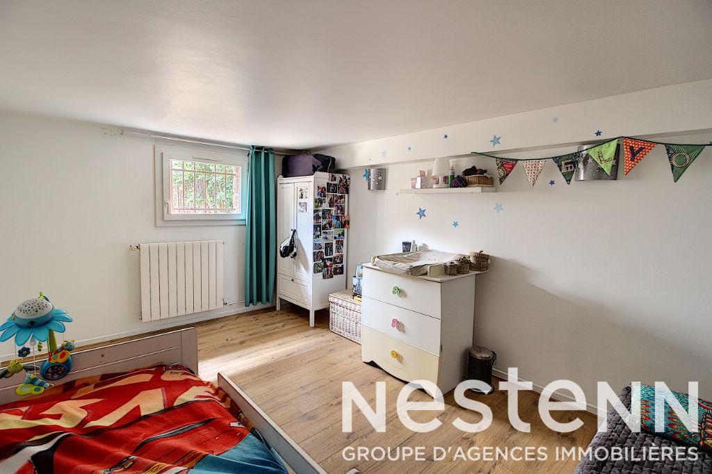 Maison individuelle 6 Pièces Secteur Picasso avec 650m² de terrain - 69500 BRON