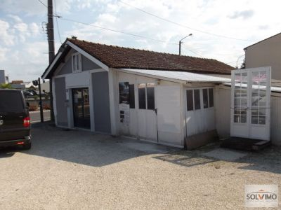 Local commercial Bergerac 4 pieces 122 m2