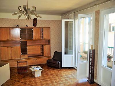 Centre ville de Bergerac pour cet appartement T4.