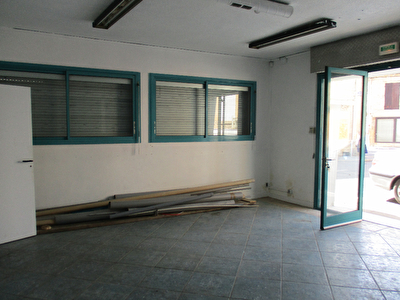 Local commercial Bergerac 3 pieces 118 m2