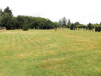 Terrain constructible entierement clos de 1500 m2 a l'Est de Bergerac