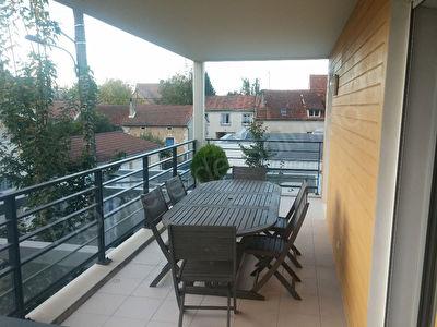 Exclusivite Nestenn ! Bel appartement en centre ville avec terrasse.
