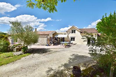 Maison en pierre dans un environnement agreable a proximite de Sigoules.