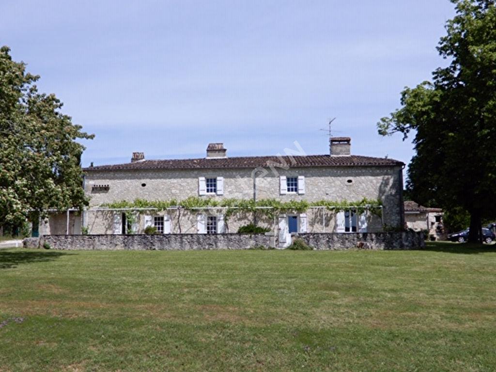 Propriété comprenant 4 gîtes et une maison avec vue splendide