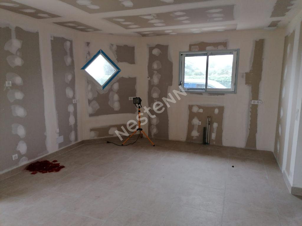 Maison neuve en cours de finition.