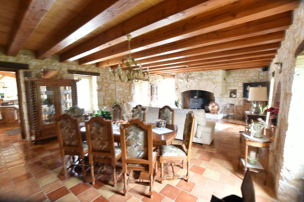 Superbe maison en pierres dans le sud de Bergerac.