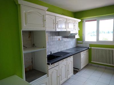 Blois  T4 piece 80 m2 avec garage ferme