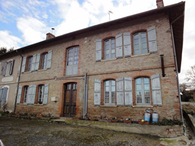 MAISON DE VILLAGE L ISLE JOURDAIN - 8 pieces - 250 m2