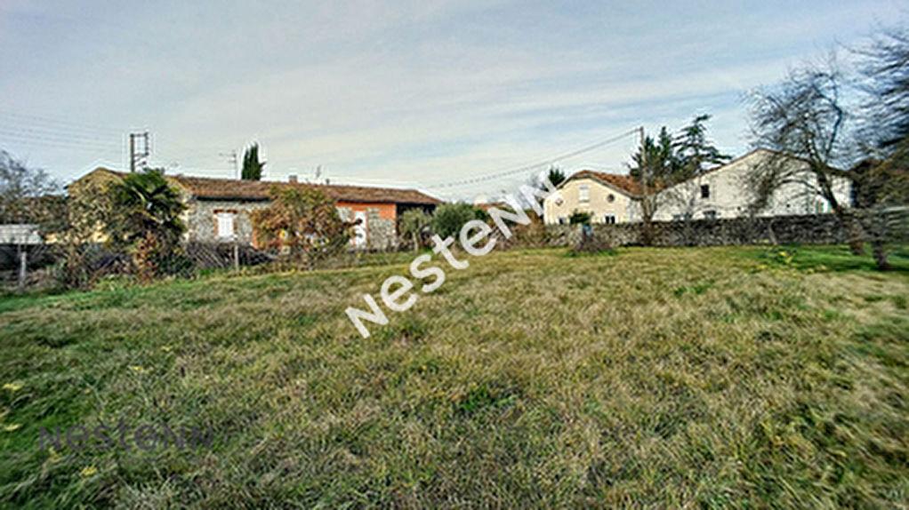A vendre Terrain plat de 820 m2 a Cazeres en centre ville