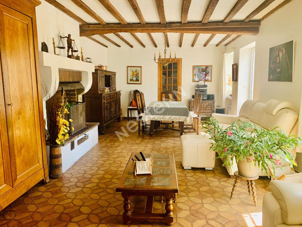 Maison 6 pièce(s) 127 m2, jardin 776 m2, dépendance.