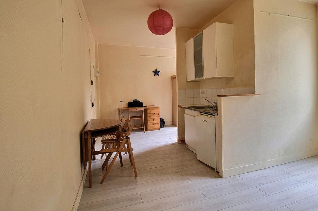 Appartement Courbevoie 1 pièce(s) 22.80 m2