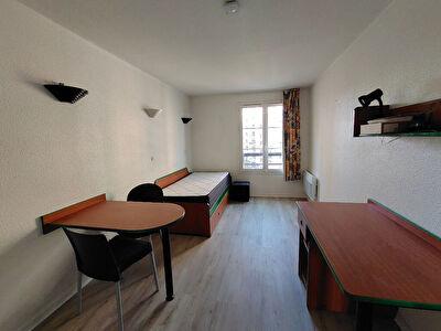 Studio meuble Faubourg de l'Arche Courbevoie 17 m2