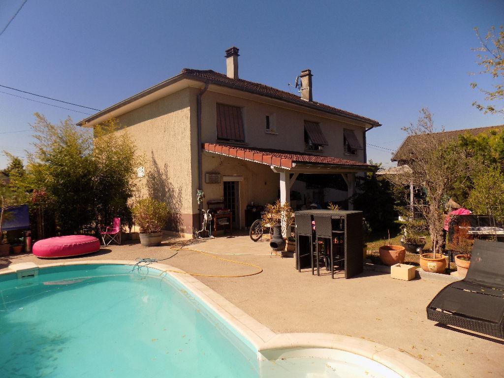 photos n°1 Maison Saint Romain De Jalionas  - 4 chambres - piscine