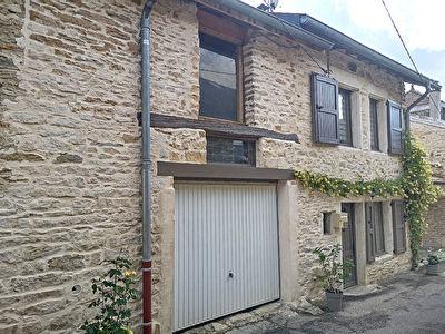 Exclusif : Maison  de village en pierres avec garage attenant