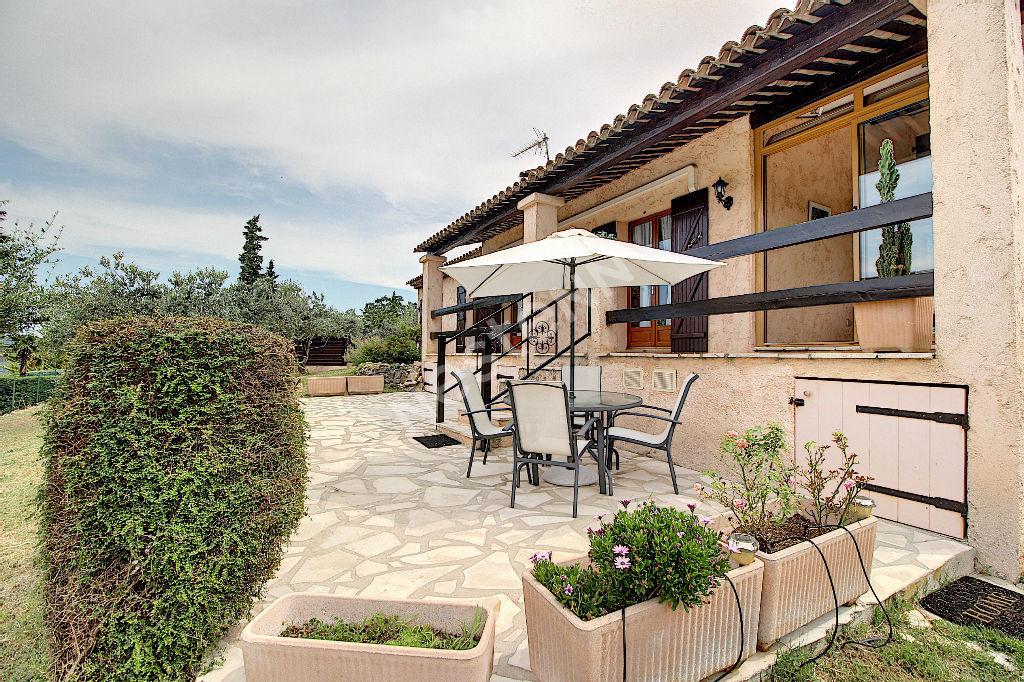 EXCLUSIVITÉ ! Maison 5 pièces 111 m² sur 1370 m² de terrain paysagé à Figanières