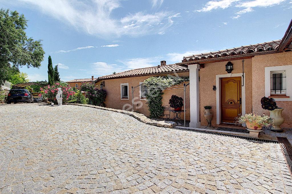 Lorgues Villa de 146m² avec piscine sur 1470m² de terrain.