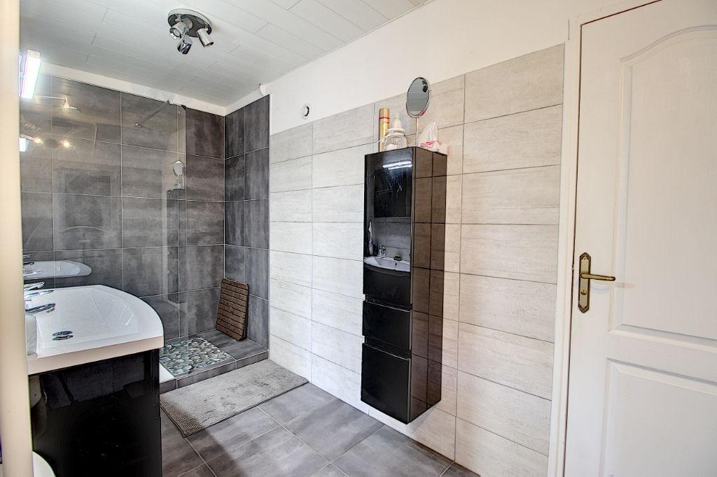 AMPUS maison7 pièces 165 m2