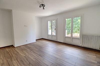DRAGUIGNAN Appartement 4 pieces 80 m2 entierement renove + parking privatif