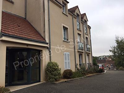 Bel appartement de type F4 avec garage a Maintenon.