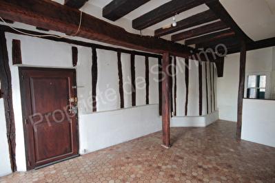 Studio au centre d'EPERNON avec cave gothique