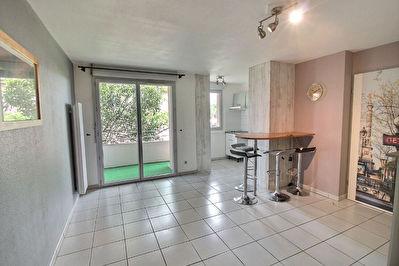 Appartement T2 41m2 quartier Lalande 570 euros cc - 2 places de parkings
